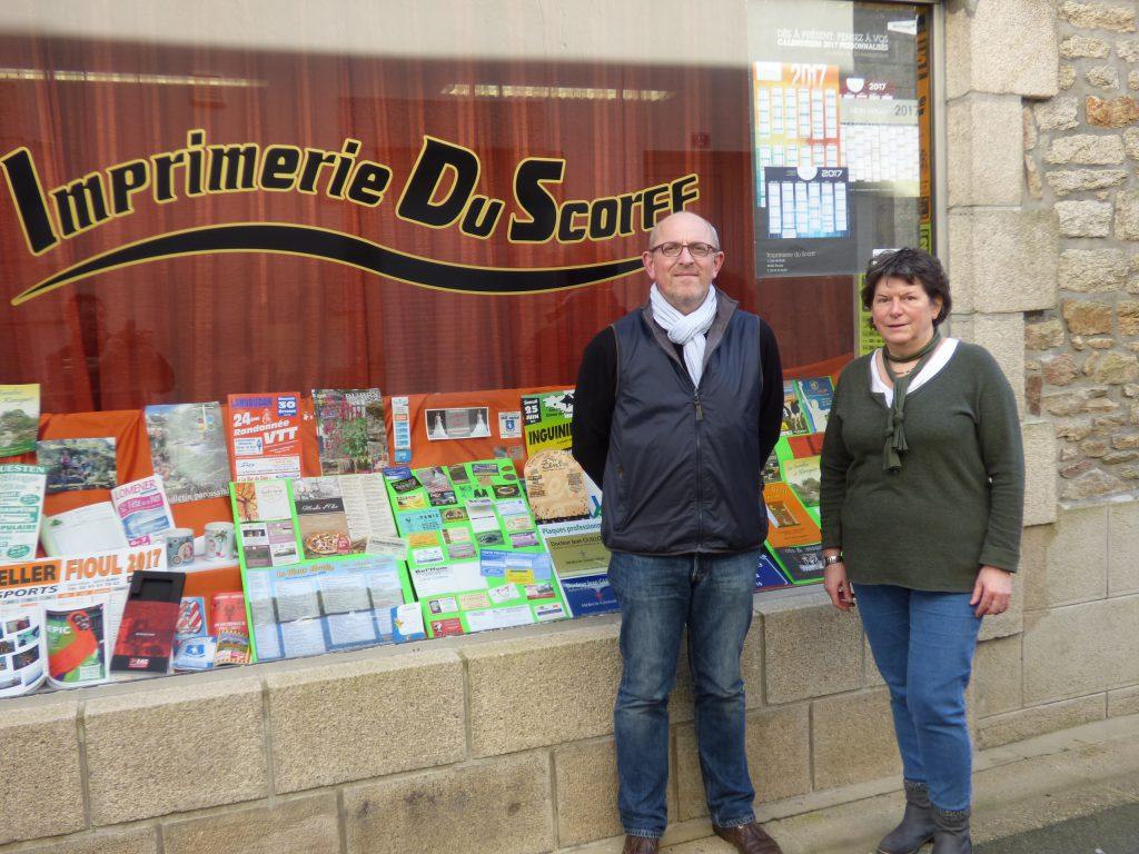Alain et Nadine devant l'Imprimerie du Scorff, à Plouay - 03/2017